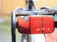 Roter Reflektor am Fahrrad