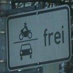 Schild Auto und Motorrad erlaubt
