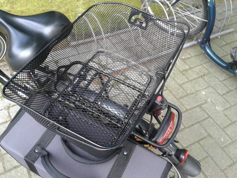 Fahrradkorb hinten auf dem Gepäckträger