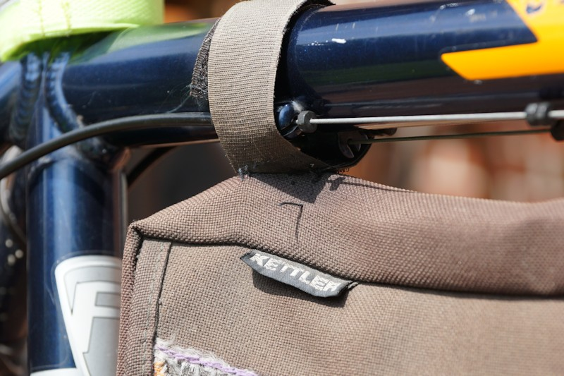 Halterund aus Klettverschluss einer Rahmentasche