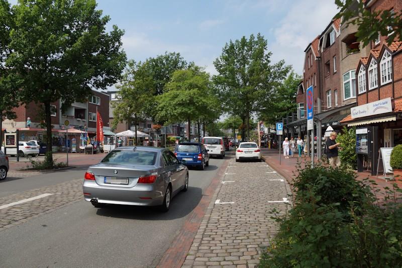 Radweg auf der Straße in Bad Zwischenahn