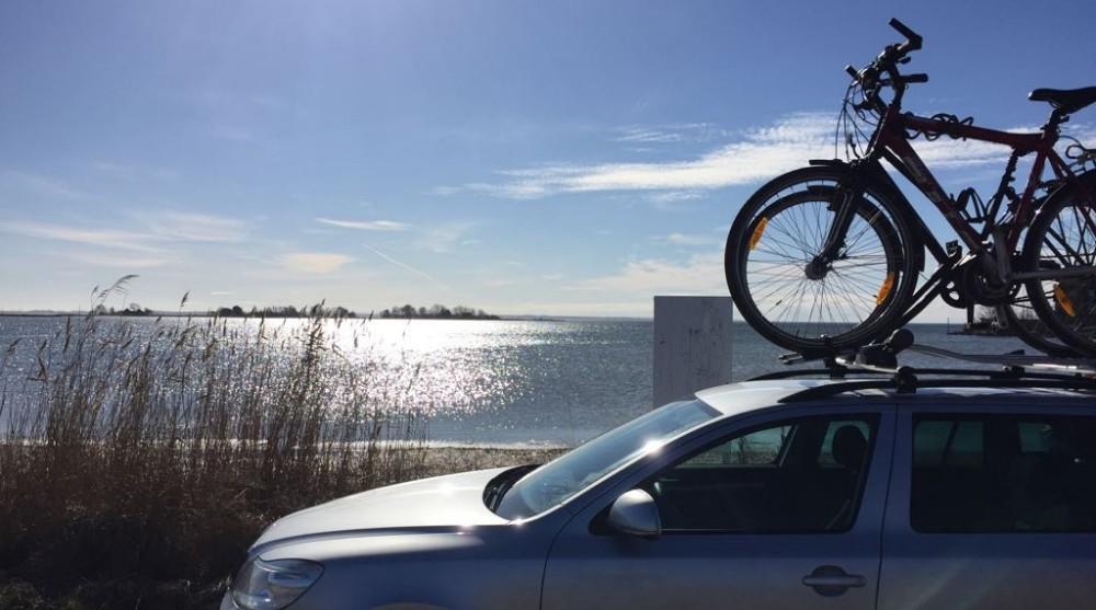 Dachträger mit Fahrrädern beladen