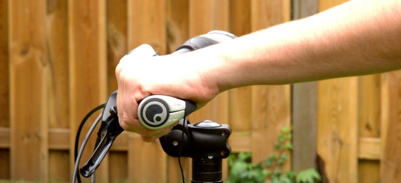Hand am Fahrradgriff GP1 mit natürlicher Position