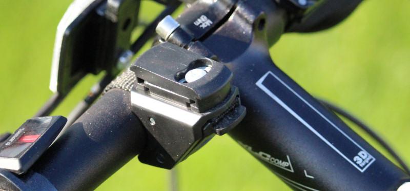 Halterung der Fahrradlampe LS 950 am Lenker
