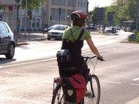 Abnehmen mit Radfahren - Frau auf Fahrrad