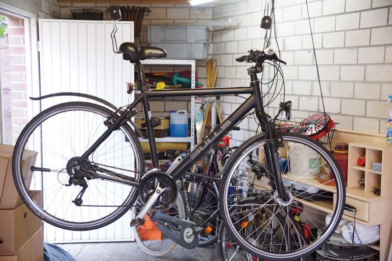 Fahrrad hängt beim Fahrradlift Test am Haken