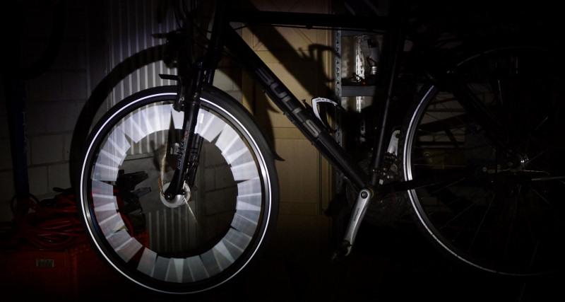 Speichenreflektoren bei Dunkelheit mit Lichteinfall