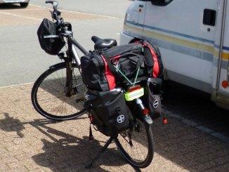 Fahrrad gepackt mit Fahrradtaschen für Deutschlandtour
