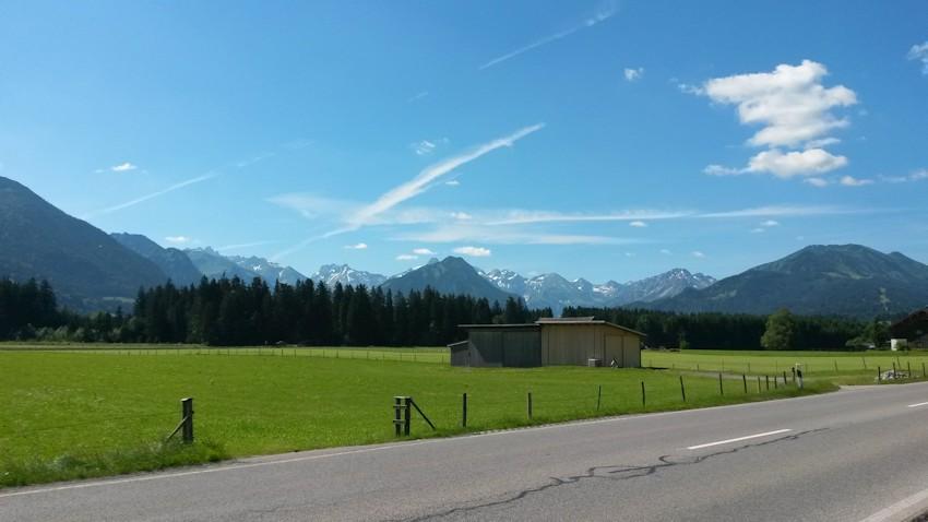 Blick auf die Alpen, blauer Himmel