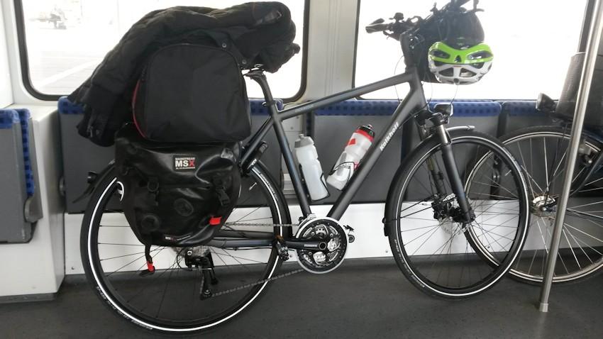 Fahrrad im Zugabteil im Zug