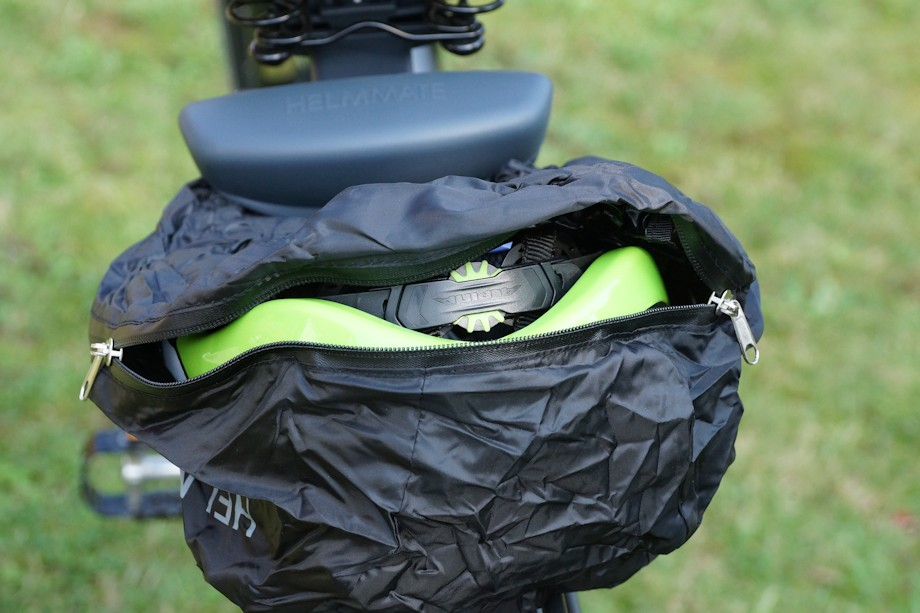 Fahrradhelm in Helmmate eingepackt
