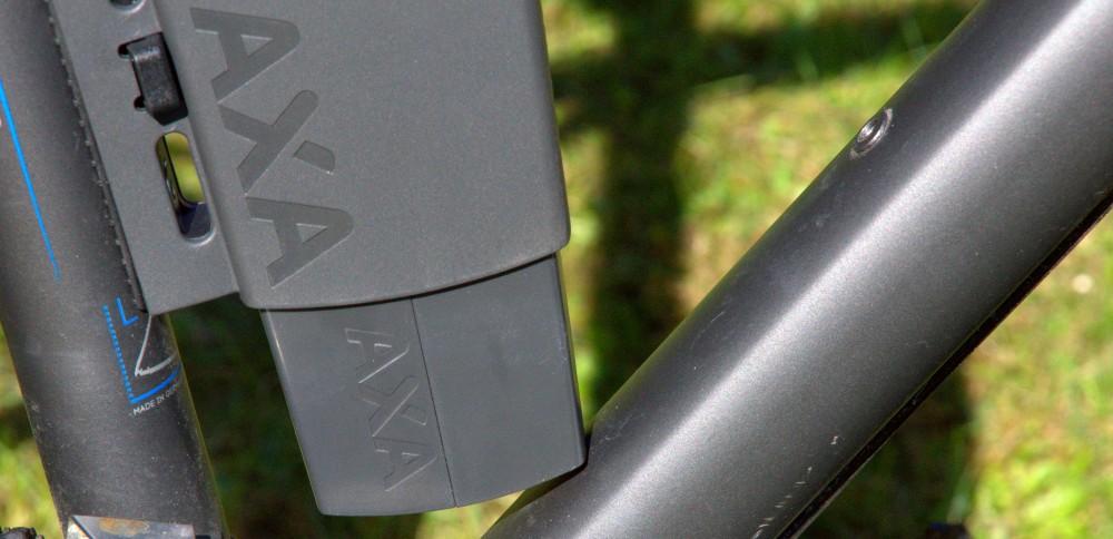 Axa Toucan am Fahrrad montiert