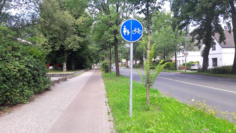 Schild zur Fahrradwegnutzung in beiden Richtungen