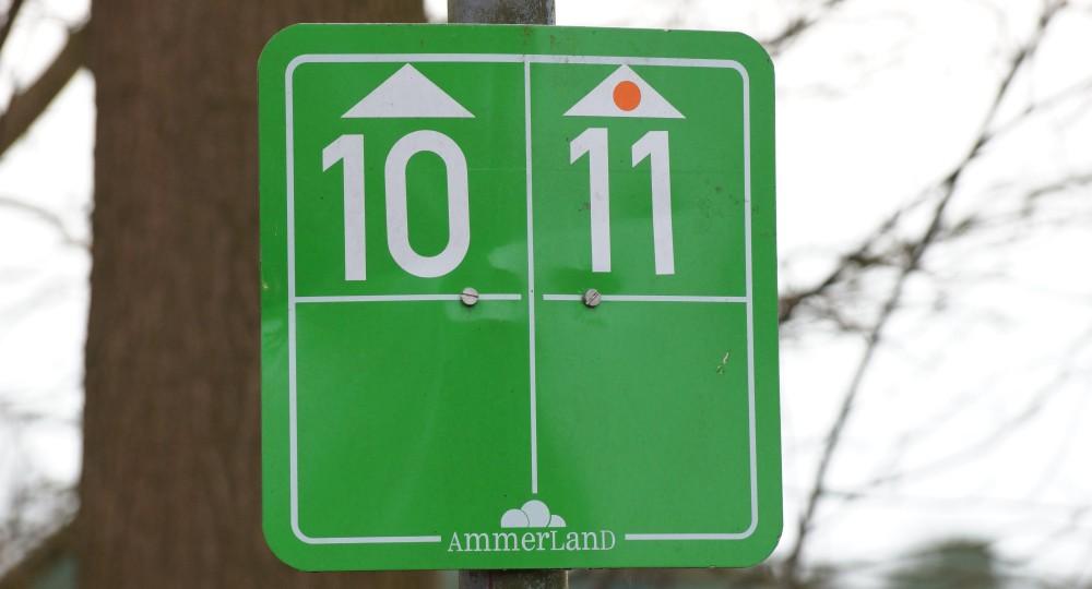 Fahrradroute 11 und 10 im Ammerland Schild