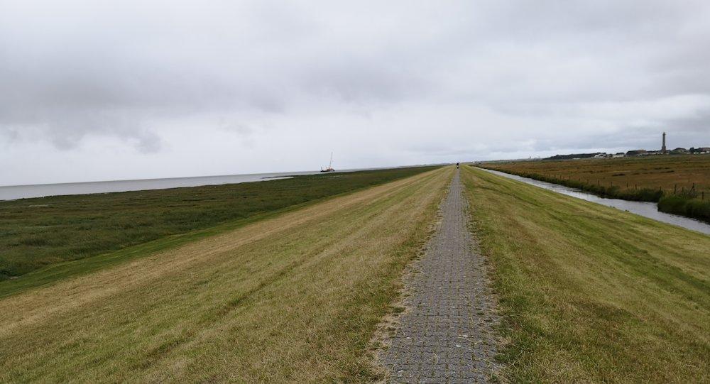 Fahrradweg auf dem Deich auf Norderney
