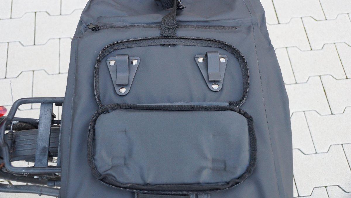 Rückseite Häkchen Rohtar Fahrradtasche