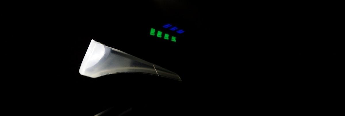 Seitenansicht im Dunkeln Velmia Lampe