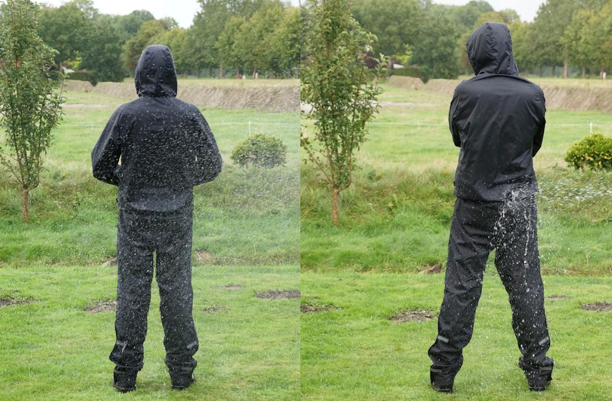 Regenhosen Test - Mit einem Wasserstrahl und Sprühwasser