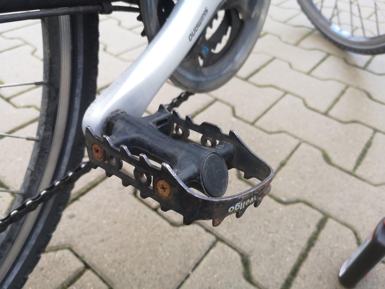 Fahrradpedale mit Kurbel: Unfall Paderborn - Radfahrer schwerverletzt