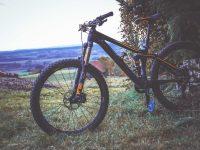 Mountainbike auf Berg