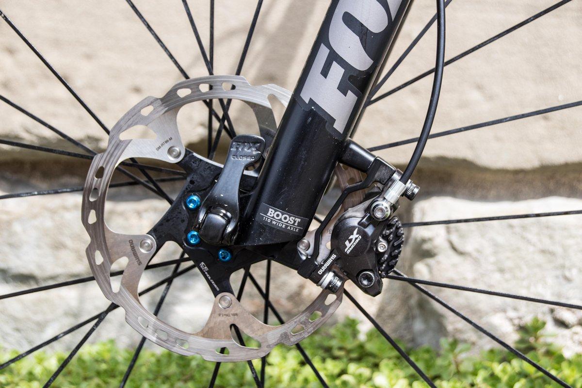 Hydraulisches Bremssystem am Mountainbike mit Bremsscheibe. Unterschiede und Merkmale.
